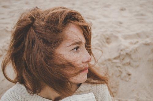 Бесплатное стоковое фото с веснушки, веснушчатый, женщина, лицо