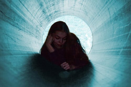 Foto profissional grátis de fotografia ao ar livre, fundo azul, túnel