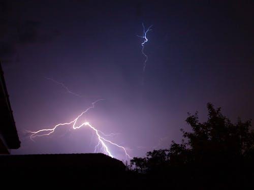 Foto profissional grátis de fotografia ao ar livre, fotografia da natureza, fotografia noturna, raio