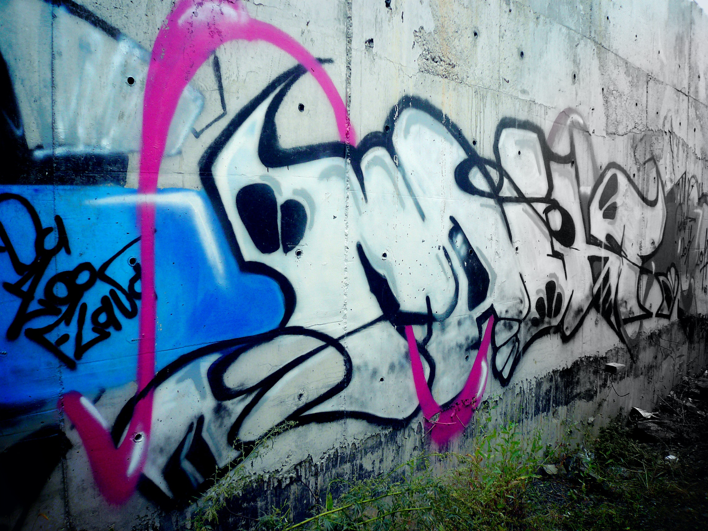 Abandoned Black And White Colorful Concrete Wall Construction Graffiti Spray Paint Wall Wallpaper And Background