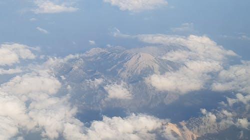 Δωρεάν στοκ φωτογραφιών με αεροπλάνο, βουνό, σύννεφα