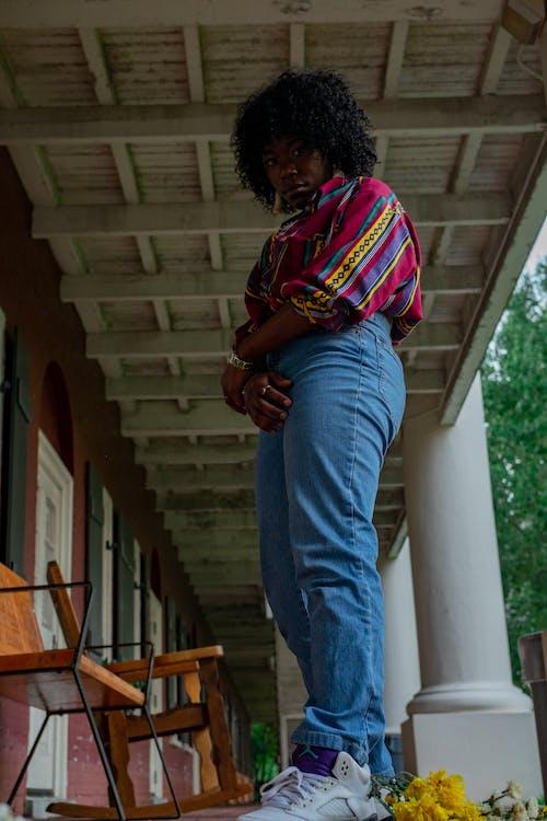 Foto stok gratis afro, atas berwarna-warni, bidikan sudut sempit, di luar rumah