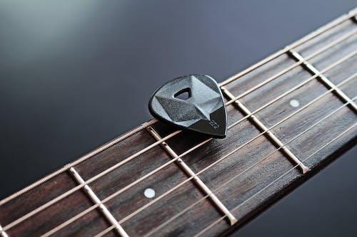 기타 액세서리, 기타 현, 기타리스트, 어쿠스틱 기타의 무료 스톡 사진