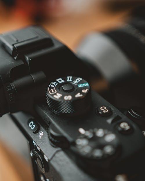 Бесплатное стоковое фото с беспроводной, в помещении, зум-объектив, камера