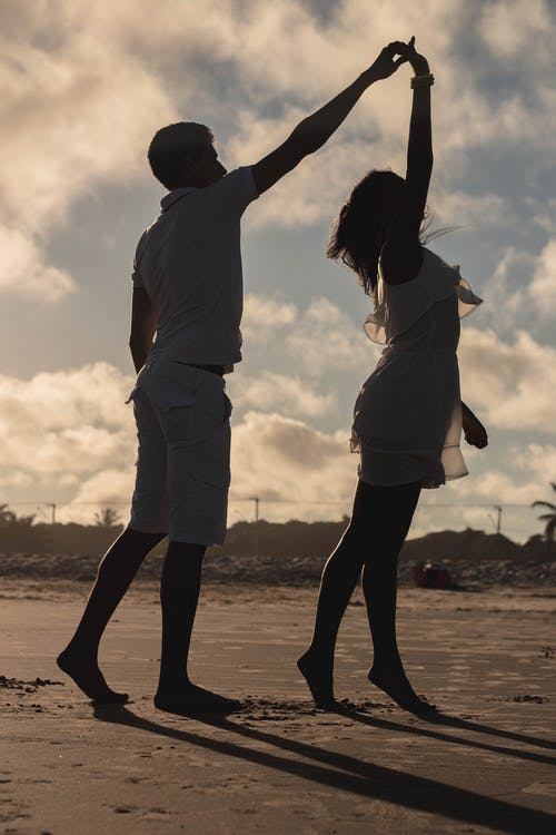 Ilmainen kuvapankkikuva tunnisteilla aallot, helliä, hiekkaranta, nuori