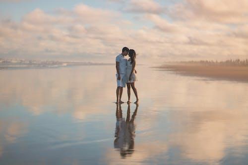 Darmowe zdjęcie z galerii z chmury, czas wolny, dorośli, intymność
