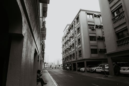 Безкоштовне стокове фото на тему «автомобілі, архітектура, будівлі, Вулиця»