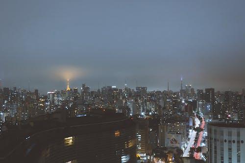 binalar, büyük şehir, çok katlı binalar, gece zamanı içeren Ücretsiz stok fotoğraf
