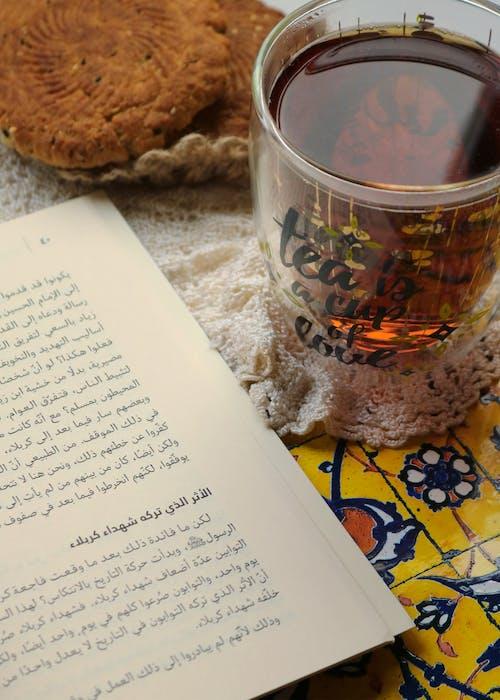 Základová fotografie zdarma na téma čaj, černý čaj, čtení, dort
