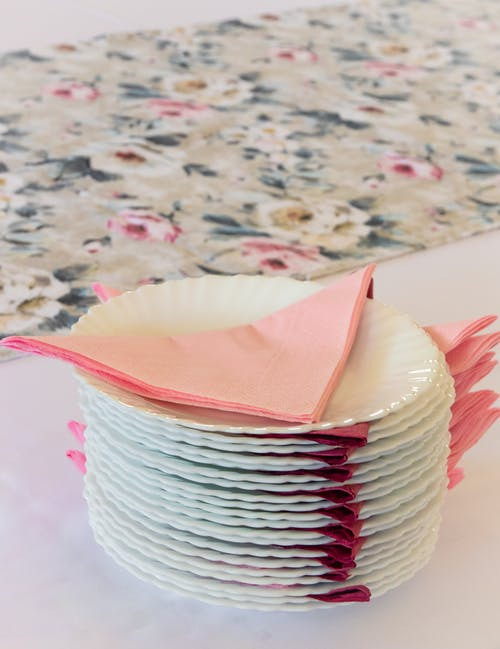 Fotos de stock gratuitas de función, mesa, platos, rosa