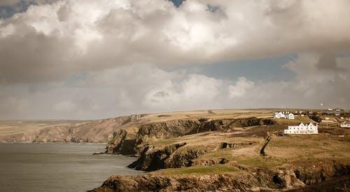 Darmowe zdjęcie z galerii z brzeg oceanu, chmury, cichy, dzień