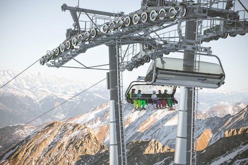 Δωρεάν στοκ φωτογραφιών με ανελκυστήρας, ατσάλι, βουνά, επάνω