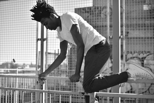 Foto d'estoc gratuïta de a l'aire lliure, blanc i negre, carrer, ciutat