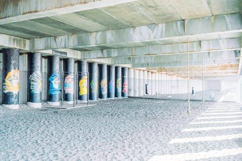 altında, beton, bina, çevre içeren Ücretsiz stok fotoğraf