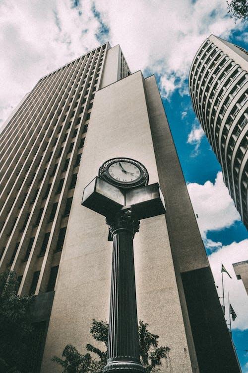 Kostenloses Stock Foto zu architektur, architekturdesign, aufnahme von unten, blau