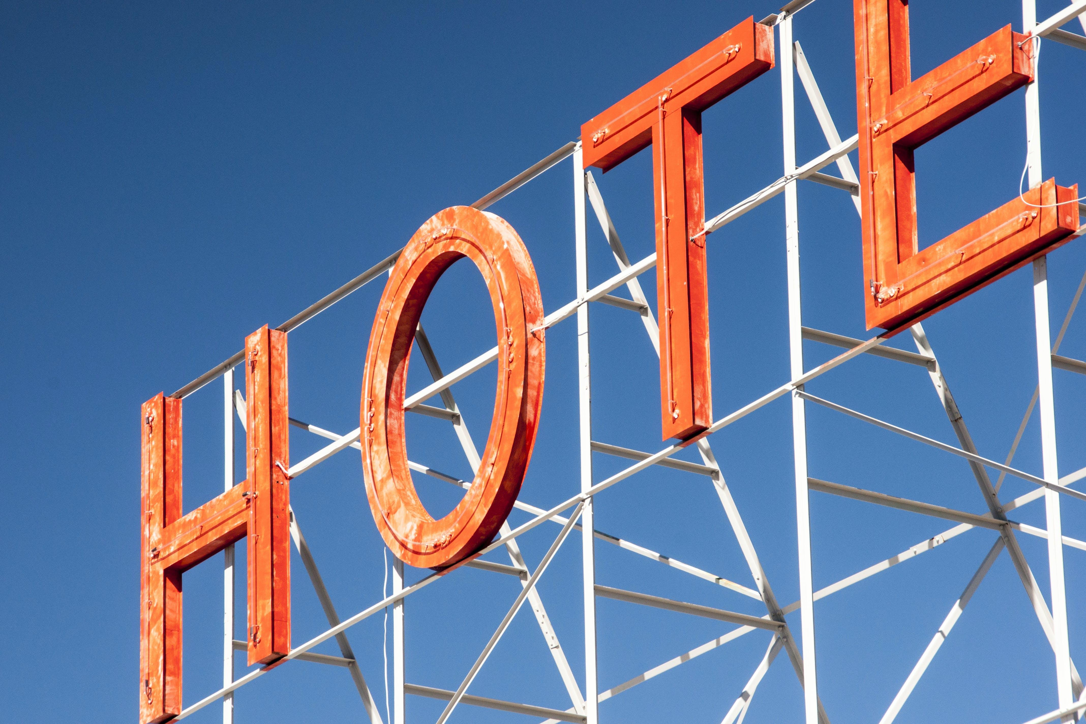 Kostenloses Stock Foto zu briefe, hotel, lichtwerbung, neon