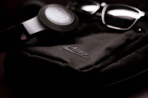 時尚, 耳機, 背包, 電子產品 的 免费素材照片