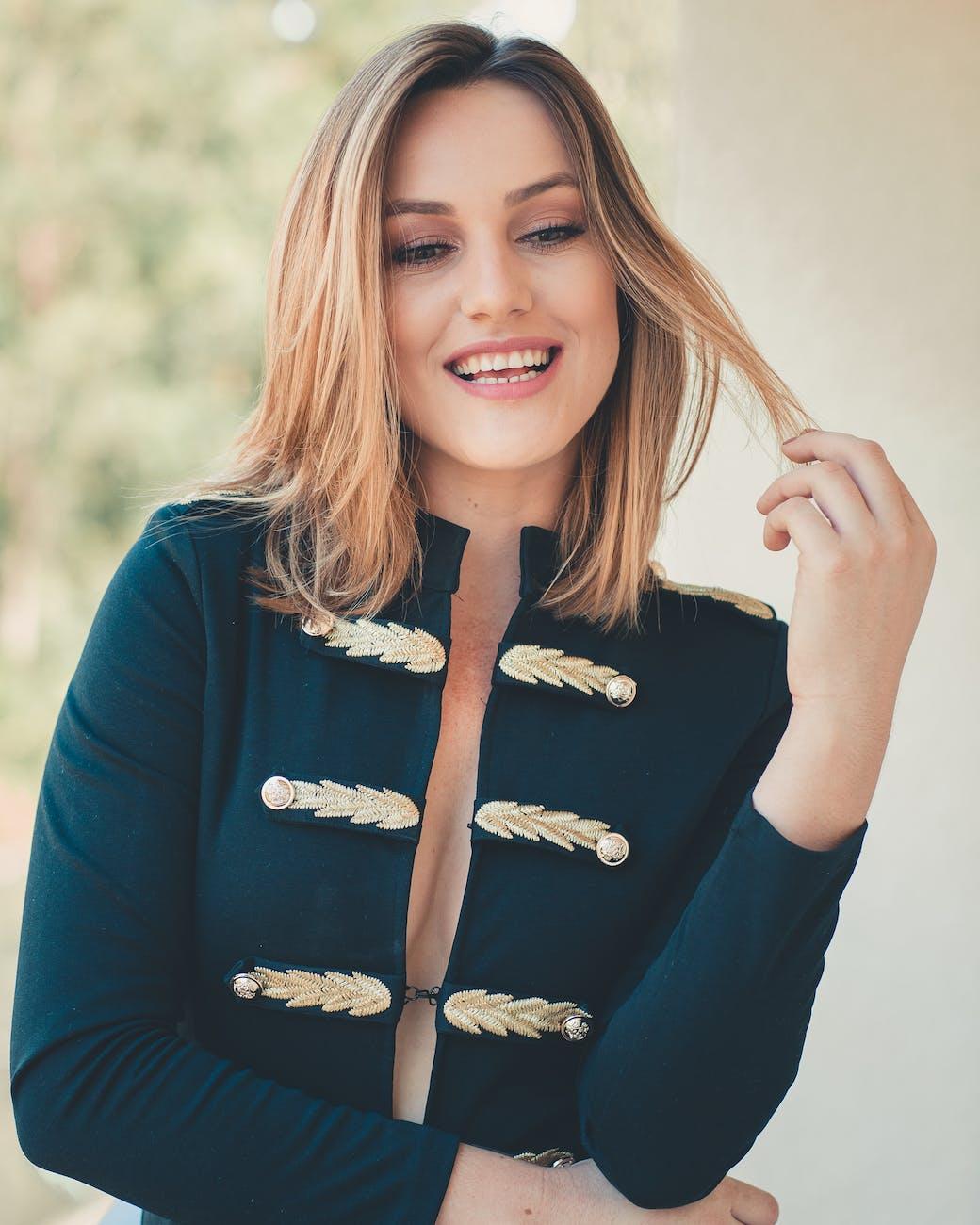 Lächelnde Frau · Kostenloses Stock Foto