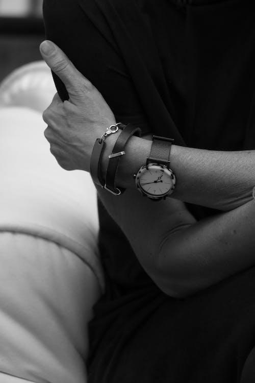 Kostnadsfri bild av armbandsur, hand, klocka, smycken