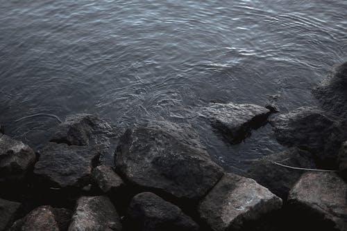 Fotobanka sbezplatnými fotkami na tému more, skaly
