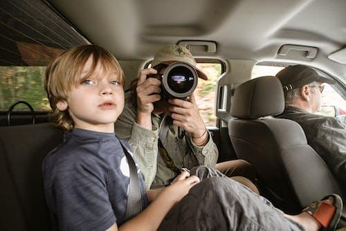 Kostnadsfri bild av ansiktsuttryck, avkomma, barn, bil