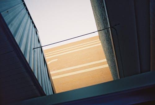 Foto d'estoc gratuïta de a l'aire lliure, arquitectura moderna, colors, dia