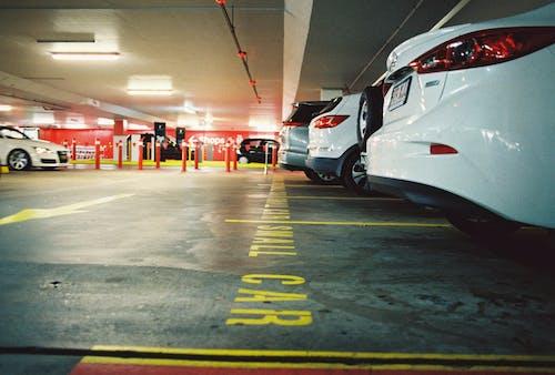 Gratis arkivbilde med biler, kjøretøy, parkeringsplass, transportsystem