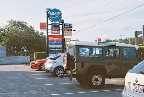 Foto stok gratis diparkir, kendaraan, mobil, parkir