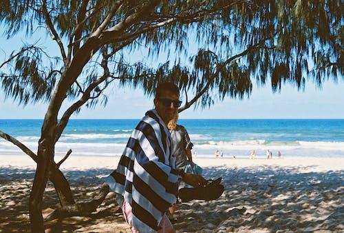 Gratis lagerfoto af hav, mand, person, sand