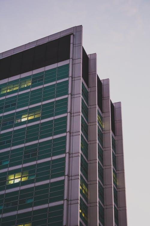 Foto d'estoc gratuïta de arquitectura, cel, ciutat, descoratjador