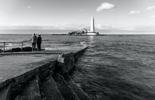 deniz, deniz feneri, insanlar, okyanus içeren Ücretsiz stok fotoğraf