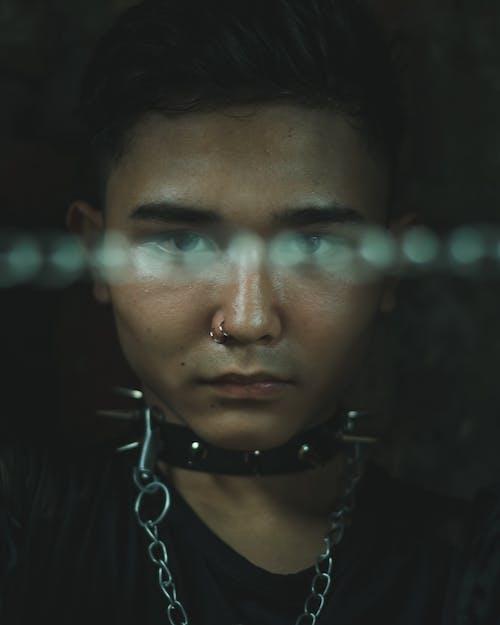 Kostenloses Stock Foto zu asiatischer mann, augen, dressman, drinnen