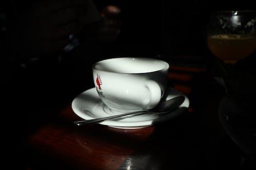 Foto profissional grátis de branco, café, chá, escuro