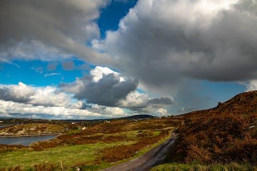 Foto profissional grátis de céu azul, destino de viagem, destinos de viagem, estrada