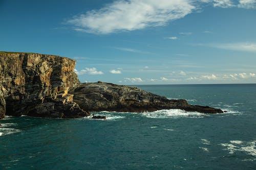 Foto profissional grátis de água, beira do penhasco, costa, costa do penhasco