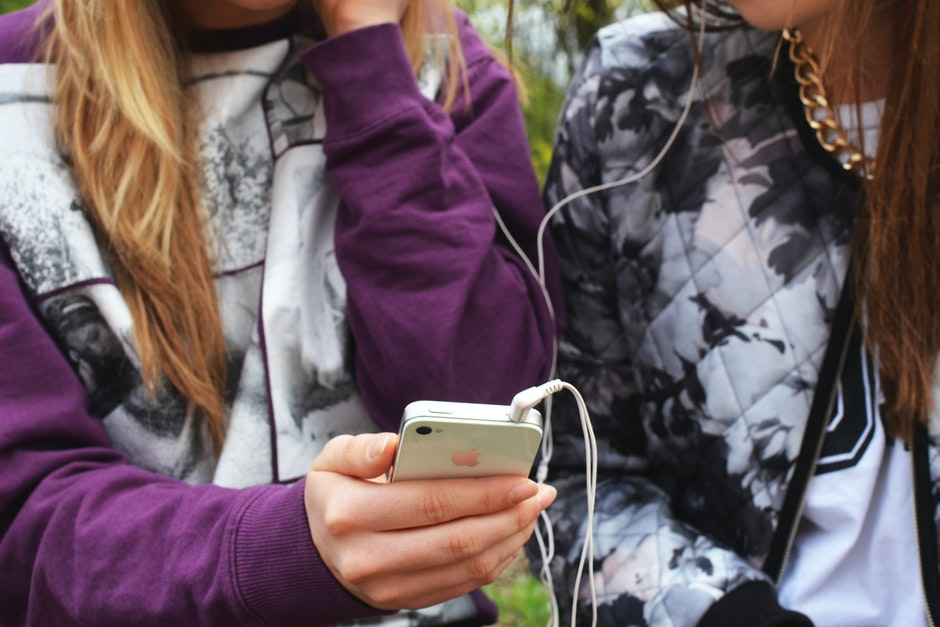 earphones, friends, friendship