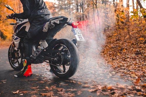 Foto profissional grátis de bicicleta esportiva, bmw 310 gs, burnout, motocicleta