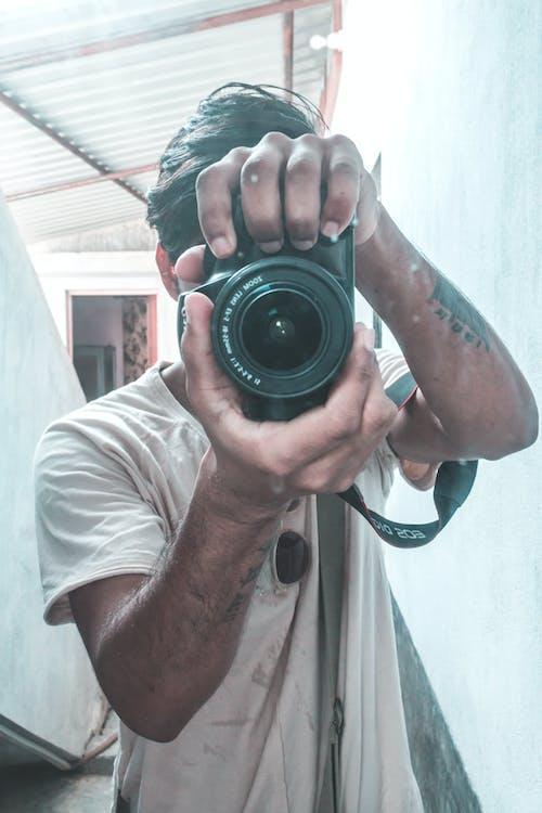肖像, 自拍, 自畫像, 鏡子攝影 的 免費圖庫相片