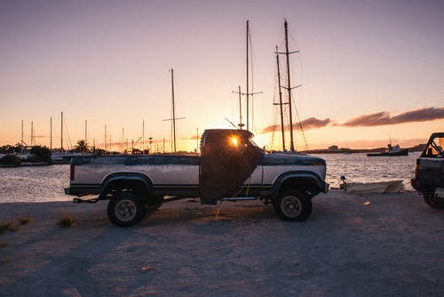 Foto d'estoc gratuïta de alba, camió, camioneta descoberta, capvespre
