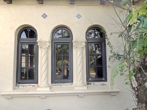 Ilmainen kuvapankkikuva tunnisteilla arkkitehdin suunnitelma, arkkitehtuuri, ikkunat, kaaret