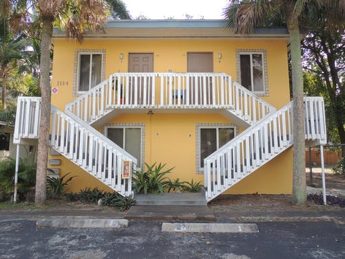 Ingyenes stockfotó bérház, építészet, építészeti terv, fa lépcsők témában