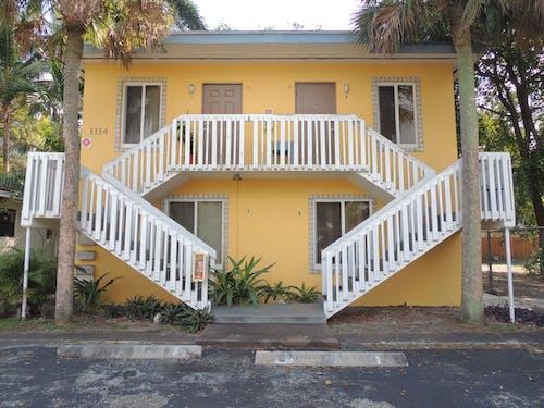 Kostenloses Stock Foto zu apartments, architektur, architekturdesign, holzkonstruktion