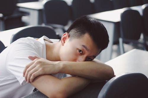 亞洲人, 人, 放鬆, 教室 的 免费素材照片