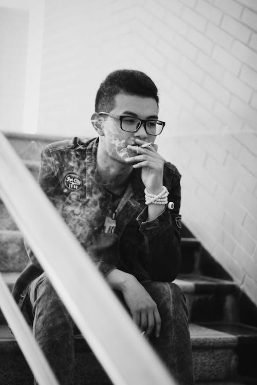 Ilmainen kuvapankkikuva tunnisteilla aasialainen mies, henkilö, mies, mustavalkoinen