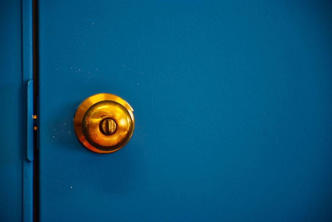 door, doorknob