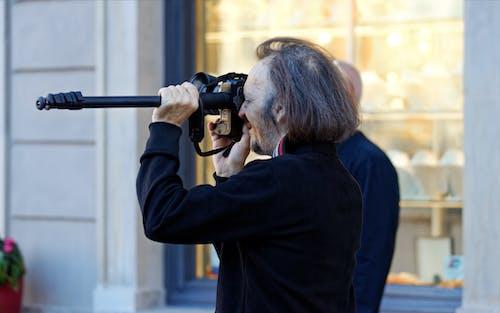 Foto profissional grátis de adulto, câmera digital, câmera dslr, construção