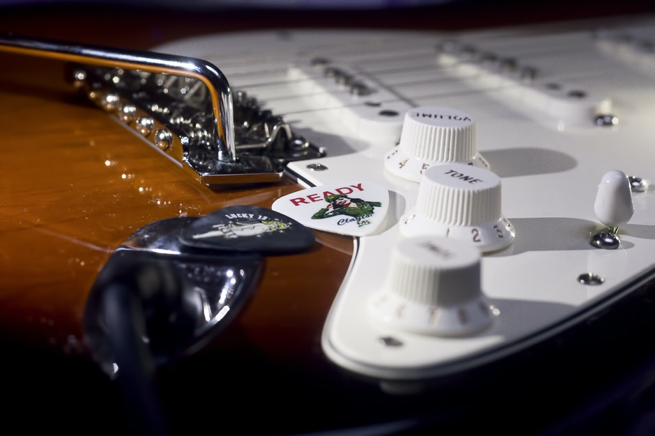 configuration, controls, e-guitar