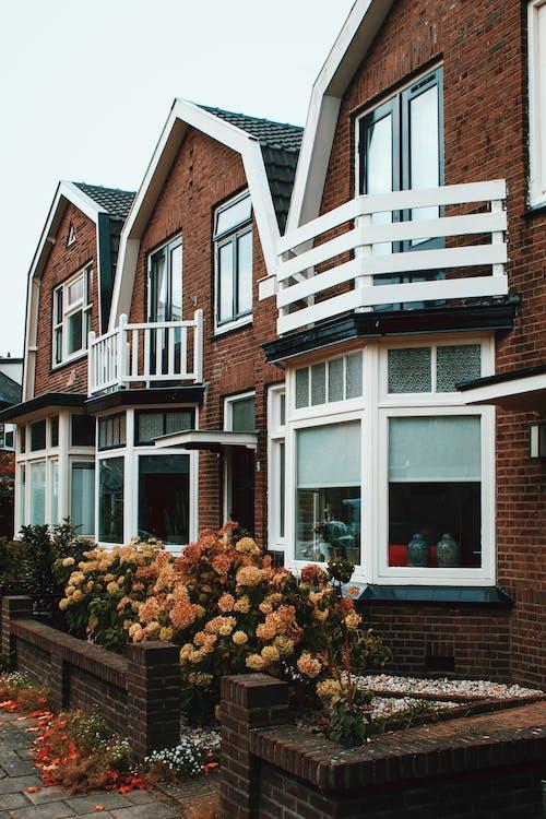 Δωρεάν στοκ φωτογραφιών με αρχιτεκτονική, βεράντα, γειτονιά, εμπρός