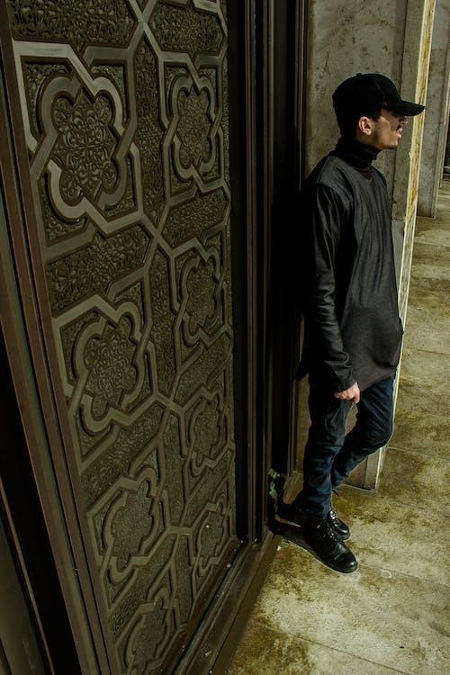 Gratis stockfoto met cap, jong, moskee, zwart