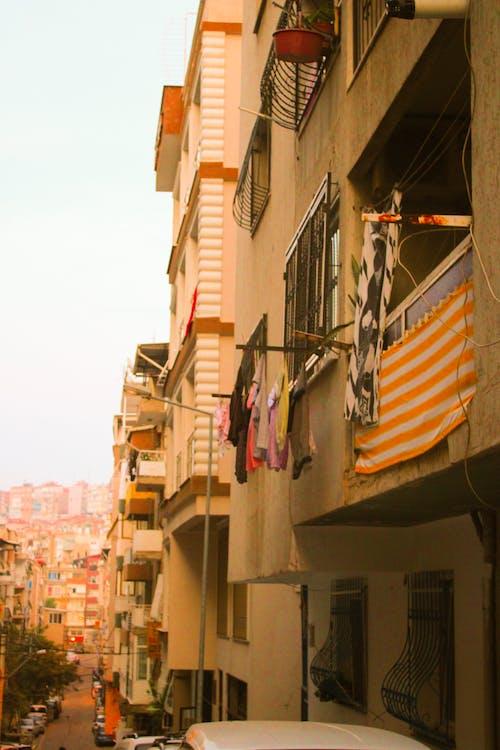 Darmowe zdjęcie z galerii z apartament, architektura, balkon, budynek
